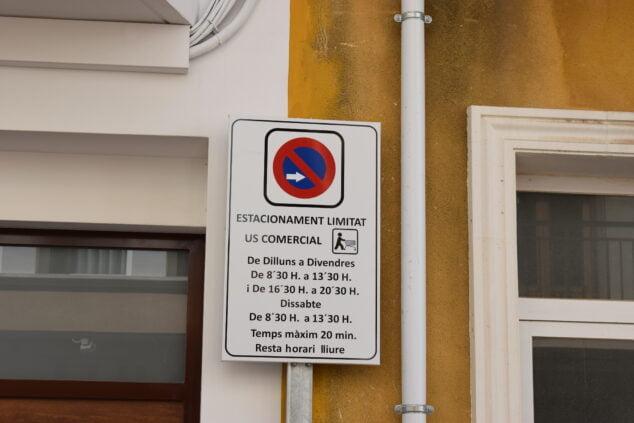 Imagen: Horario reservado para carga y descarga en El Poble Nou de Benitatxell