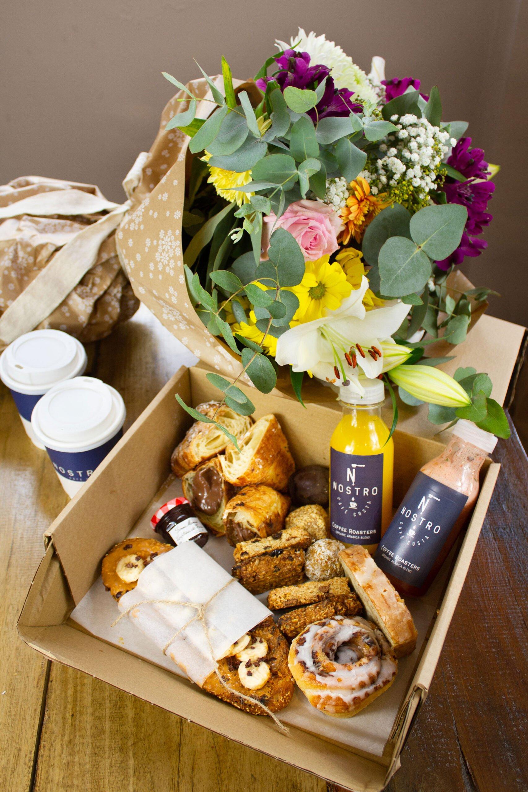 Caja de desayuno y flores – Nostro Café Costa