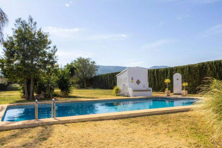 Piscina de una villa en venta en el campo en Jávea - Vicens Ash Properties