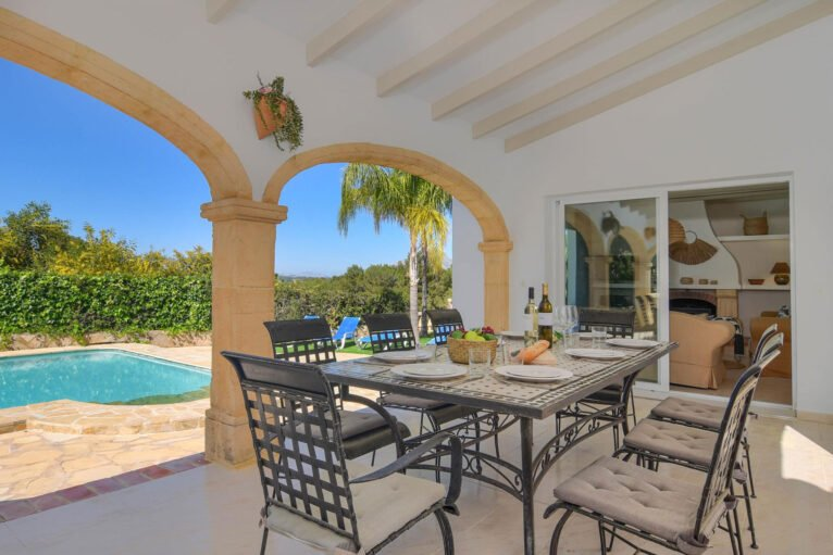 Terraza de una casa de alquiler para vacaciones en Jávea - Aguila Rent a Villa