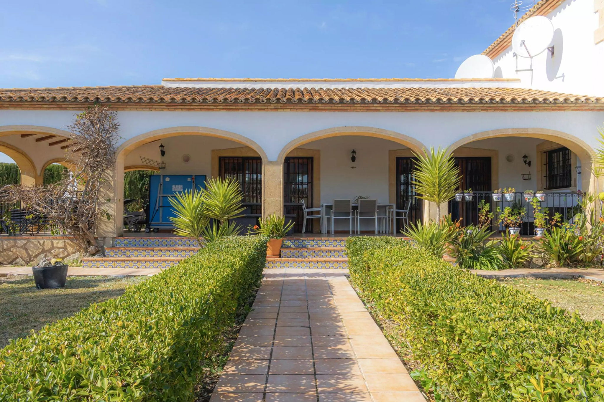 Terraza cubierta de una villa en venta en el campo en Jávea – Vicens Ash Properties
