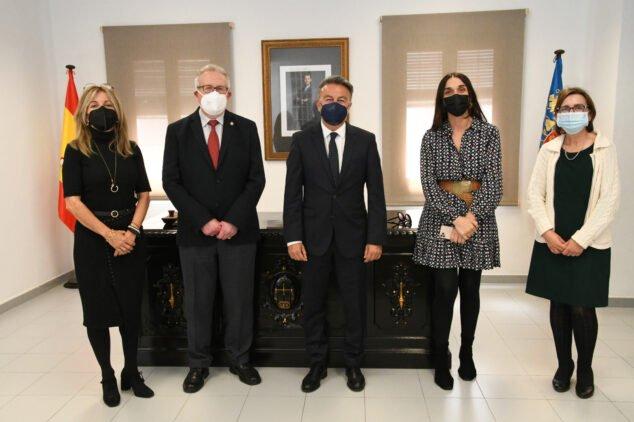 Imagen: Personal del Juzgado de Paz en la toma de posesión