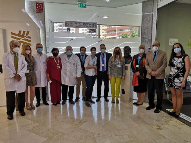 Imagen: La Dirección de Hospital Clínica Benidorm junto al equipo de evaluadores JCI