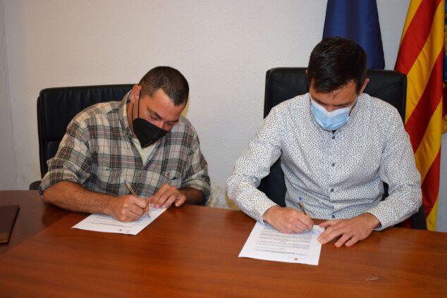Imagen: Firma de convenio en El Poble Nou de Benitatxell