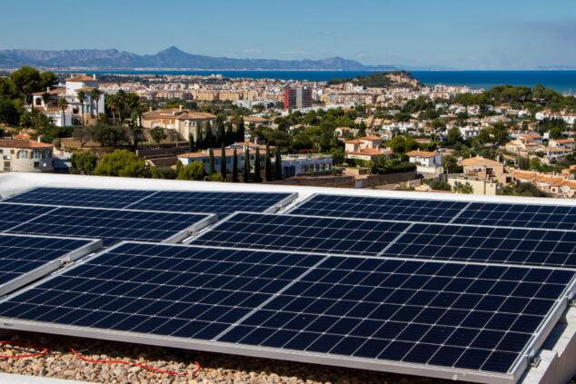 Imagen: Instalación de placas solares en Dénia - SUN & PROJECTS