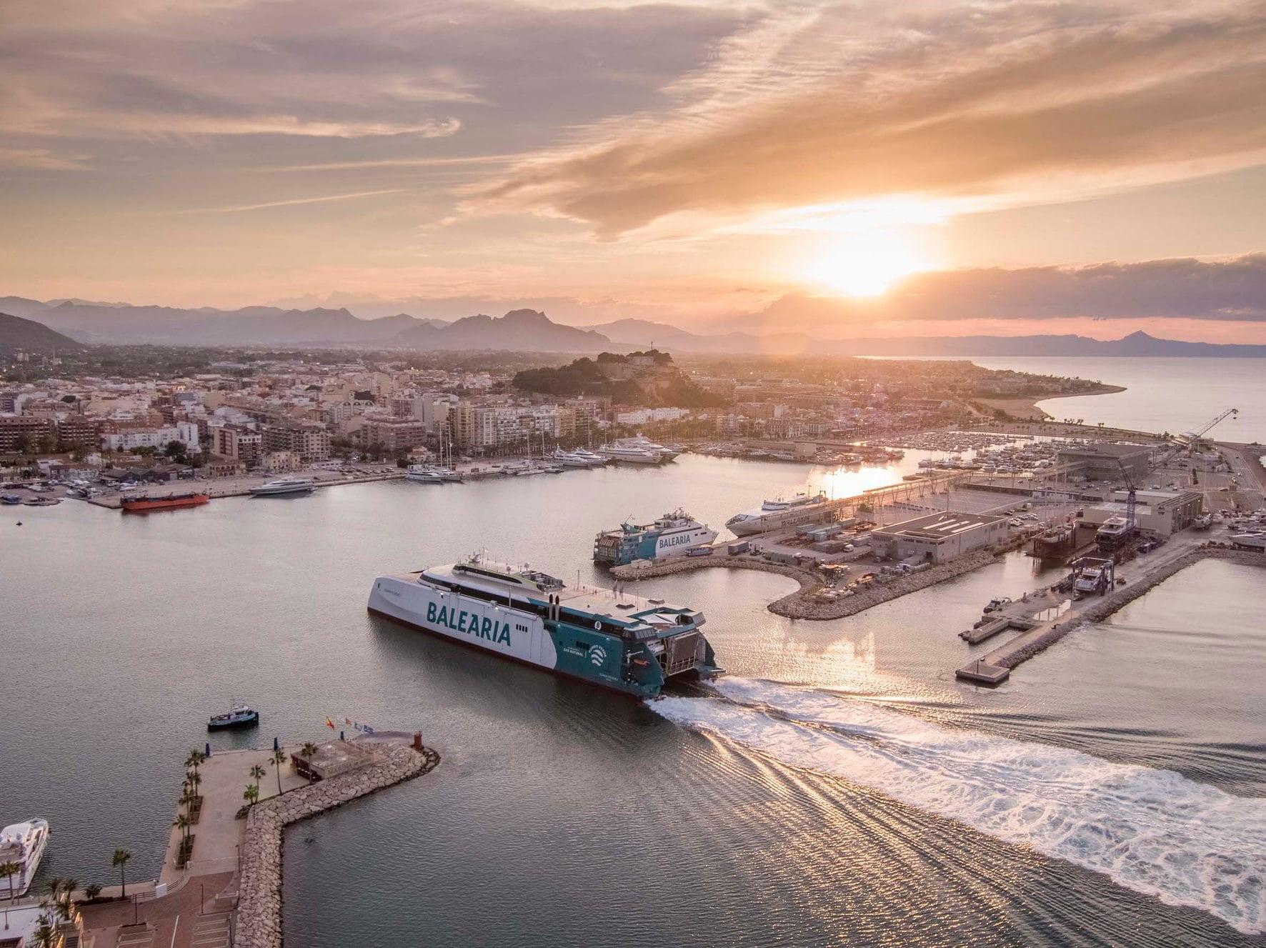 Llegada del Fast Ferry a Dénia