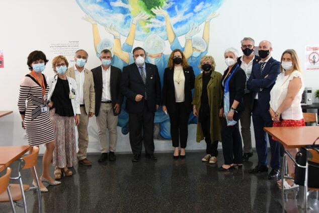 Imagen: Mural homenaje a sanitarios en el Hospital Dénia
