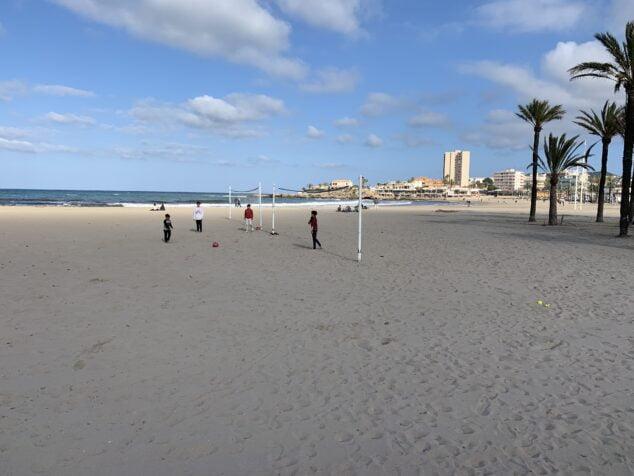 Imagen: Niños jugando en la playa del Arenal