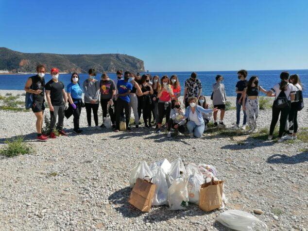Imagen: Plogging alumnos de los IES de Xàbia