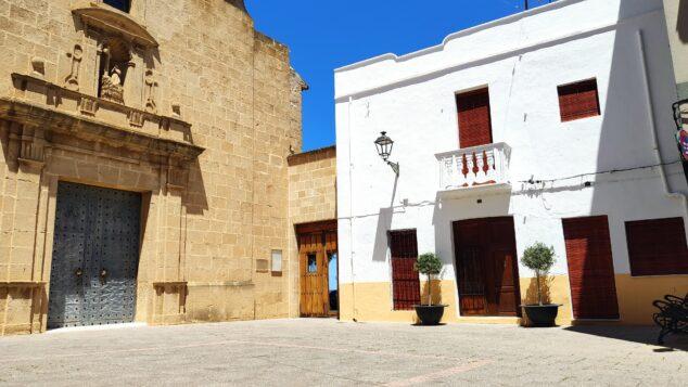 Imagen: Renovada imagen de la Plaza de la Iglesia de Benitatxell