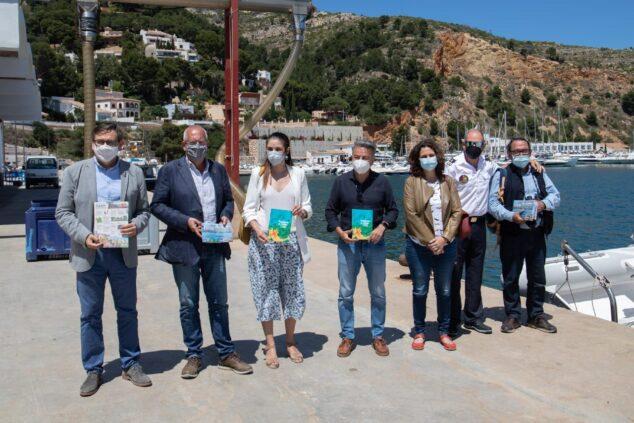 Imagen: Representantes políticos en el puerto de Xàbia
