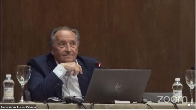 Imagen: Salvador Vila durante la conferencia