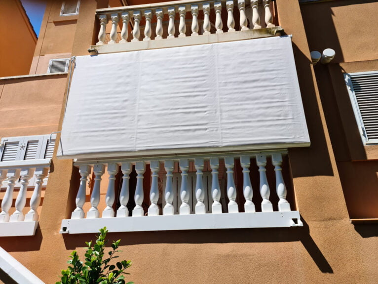 Balcon cubietro con Toldos Teo