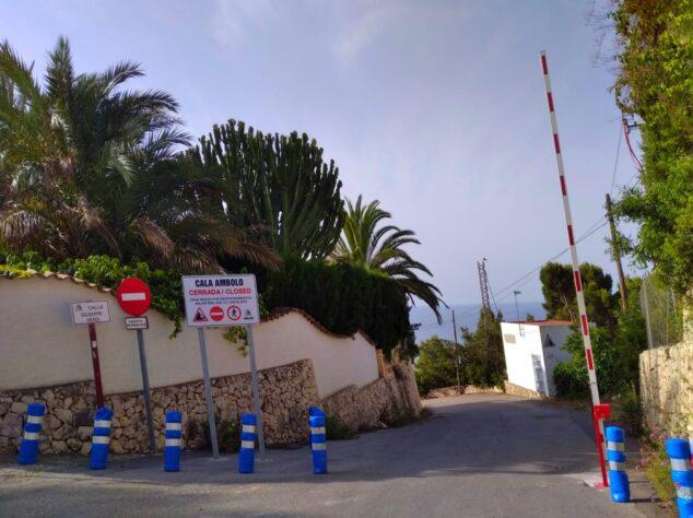 Imagen: Barrera en la Cala de Ambolo