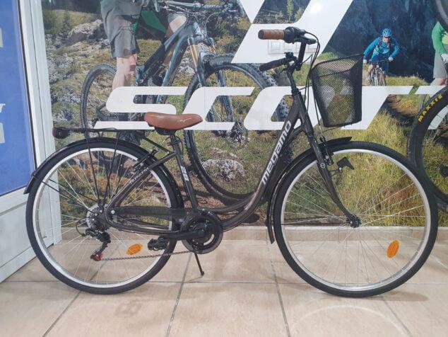 Imagen: Bicicleta aportada por Cicles Desnivell a la Marcha Solidaria