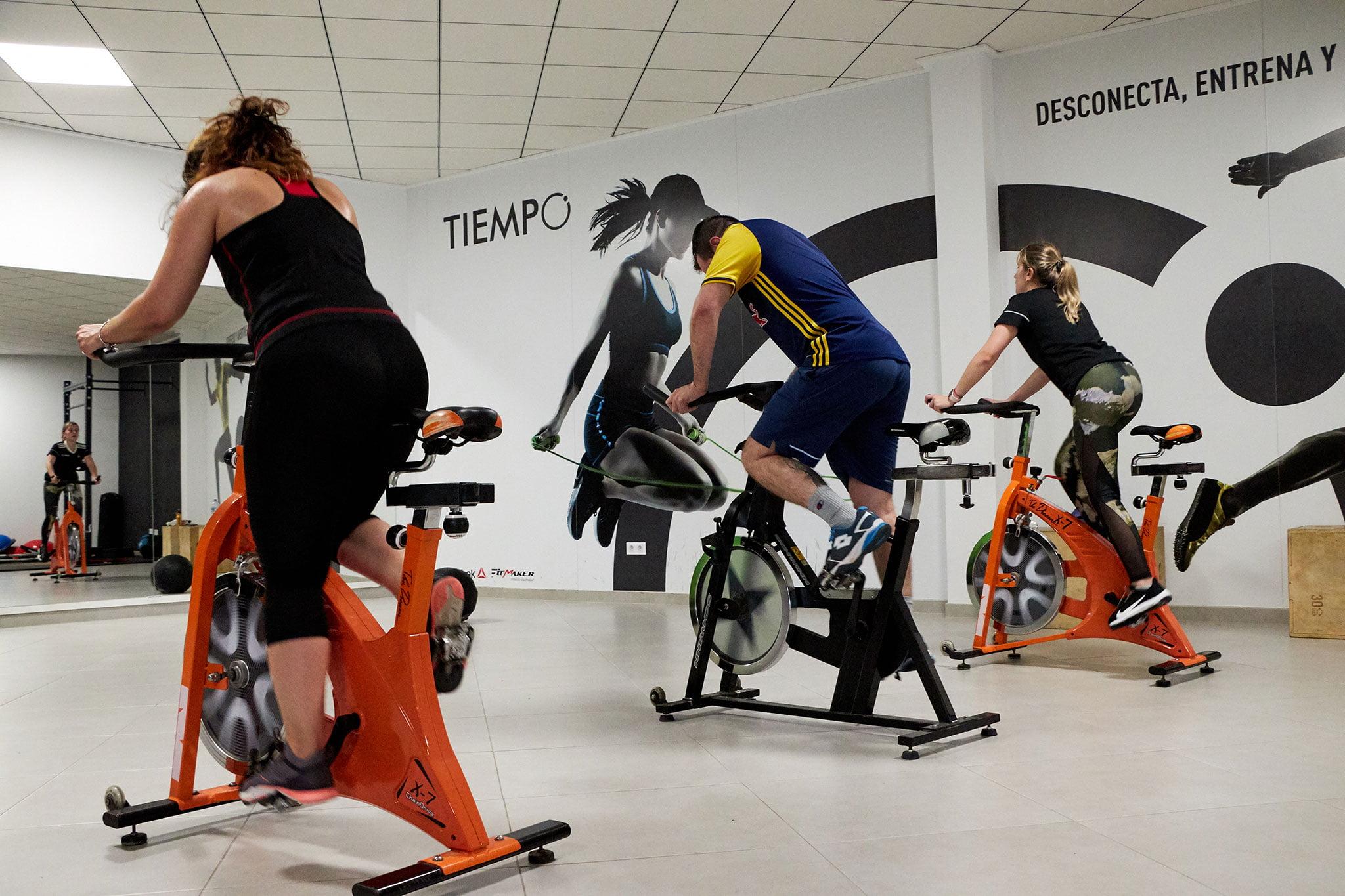 Entrenamiento con bicicleta estática en Jávea – Tiempo Personal Training Center
