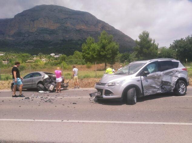Imagen: Dos de los cuatro vehículos implicados en el accidente