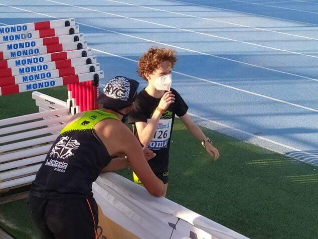 Imagen: Iván Gómez junto a su entrenador