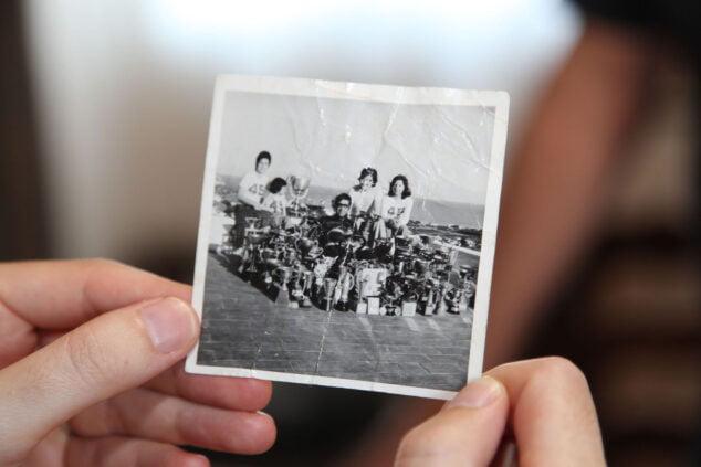 Imagen: José rodeado de trofeos en una fotografía del 78, antes de lograr sus primeros Campeonatos de España