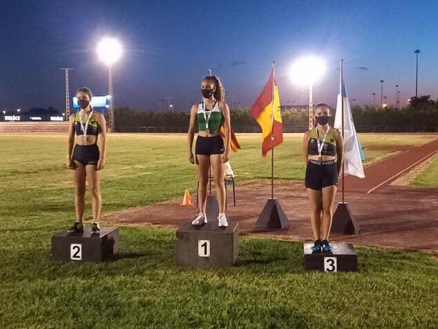 Imagen: Laura Crespo y Ainara Sapena en el podio