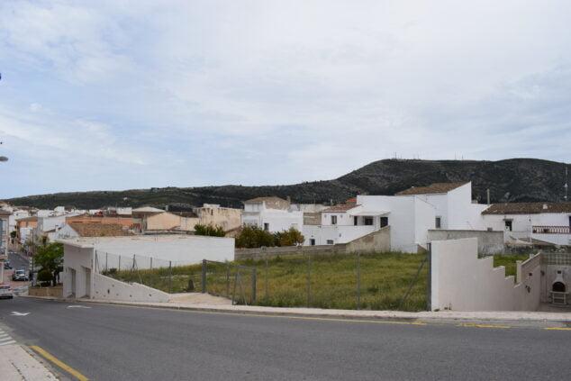 Imagen: Parcela que acogerá el nuevo parking de Benitatxell