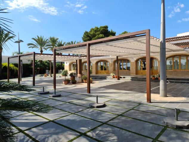 Imagen: Terraza de bar con Toldos Teo