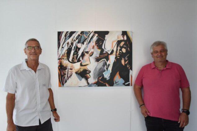 Imagen: El artista Dider Henrad dona una de sus obras al Ayuntamiento de Xàbia