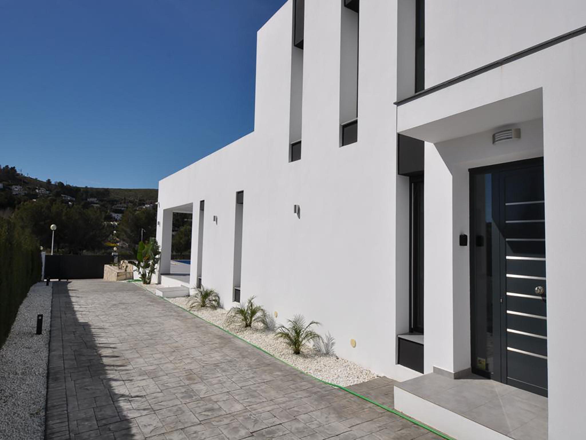 Entrada en casa Atina Inmobiliaria