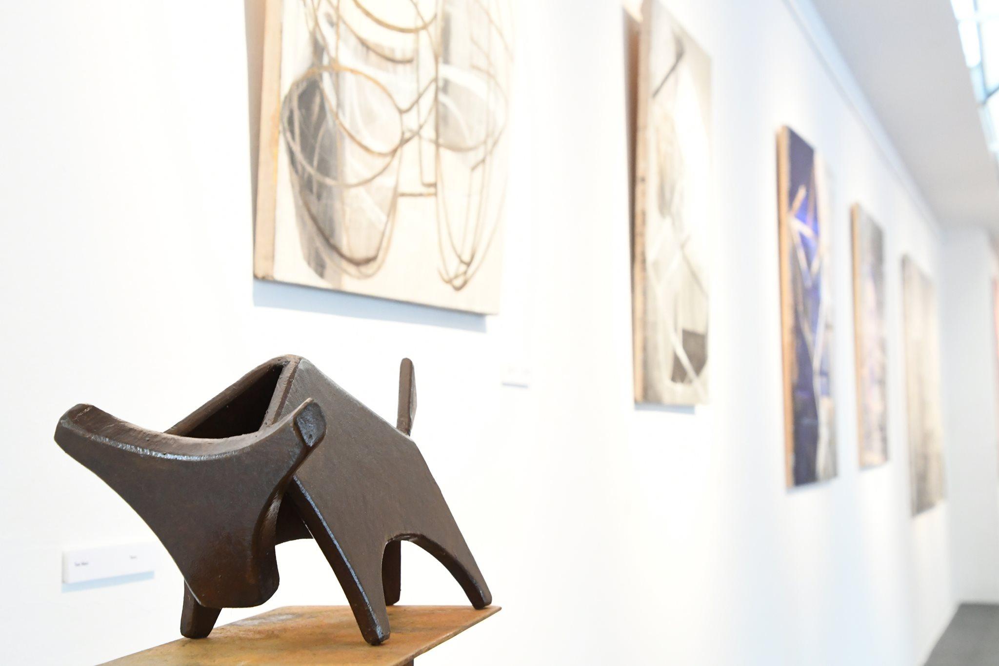 Escultura en la exposición Art 7 cable