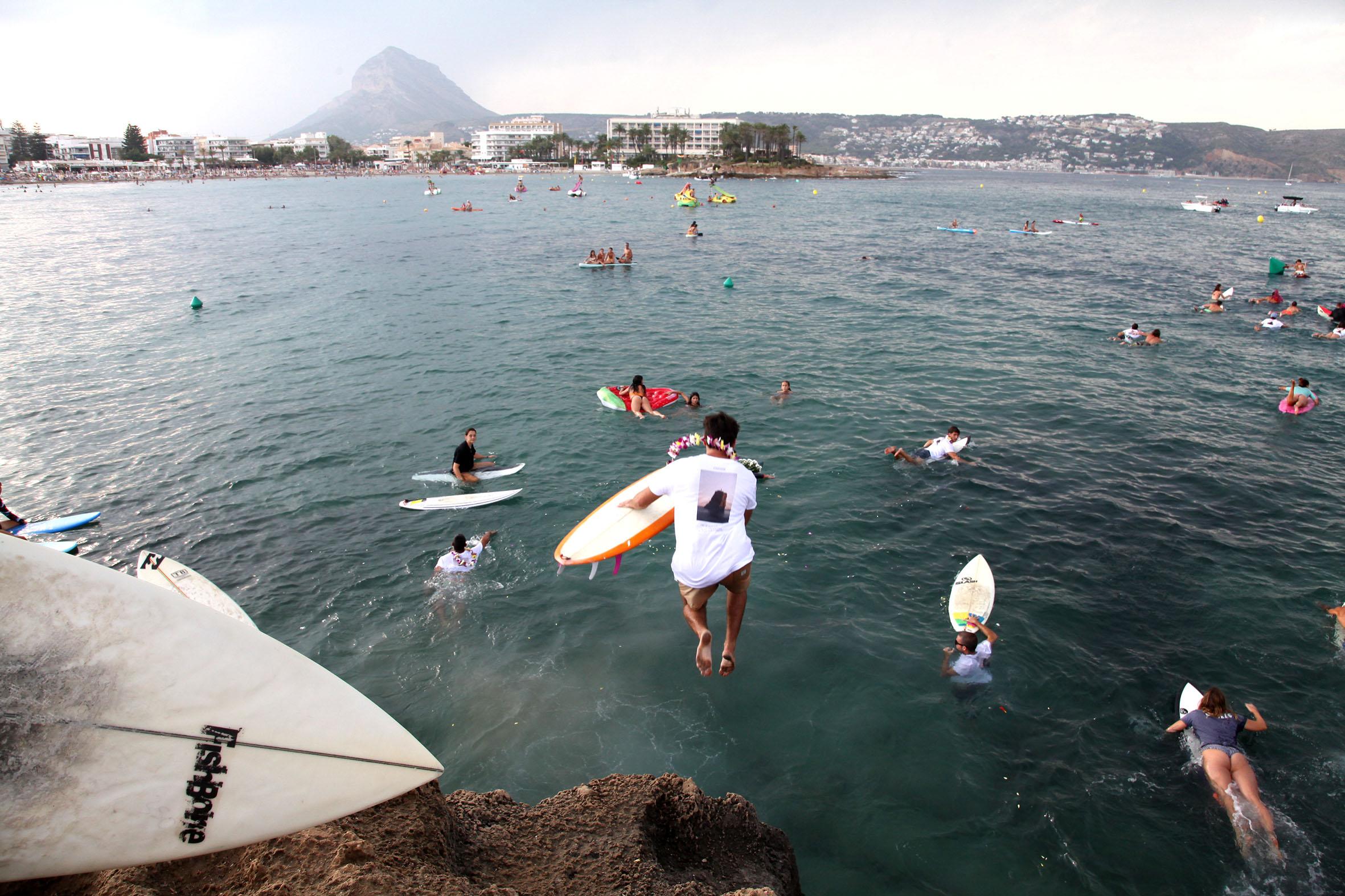 Homenaje al surfista Óscar Serra en Xàbia