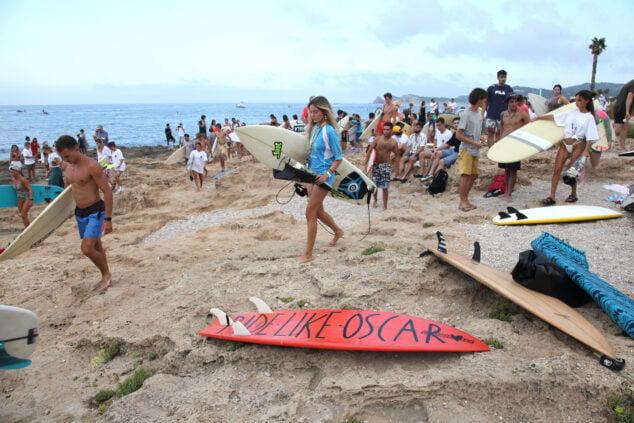Imagen: Homenaje al surfista Óscar Serra en Xàbia
