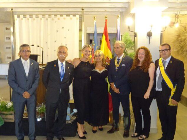 Imagen: Intercambio de poderes en el Rotary Club Jávea