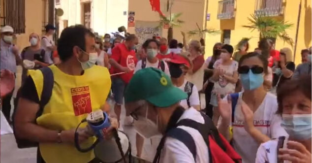 Imagen: Manifestación de Aprosdeco en Consellería
