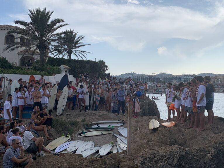 Multitudinario adiós a Óscar Serra