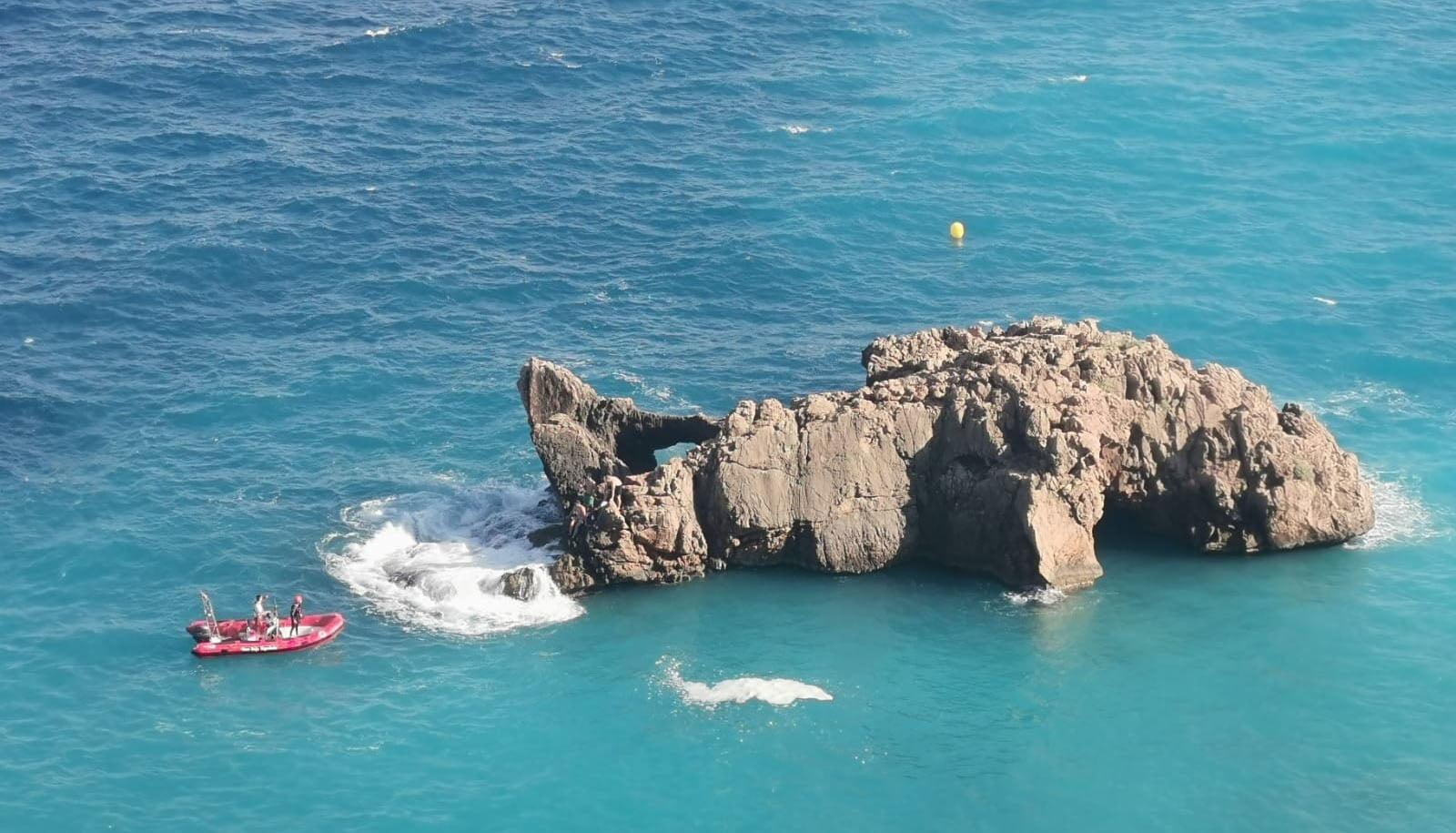 Rescate en el islote junto a la playa Ambolo