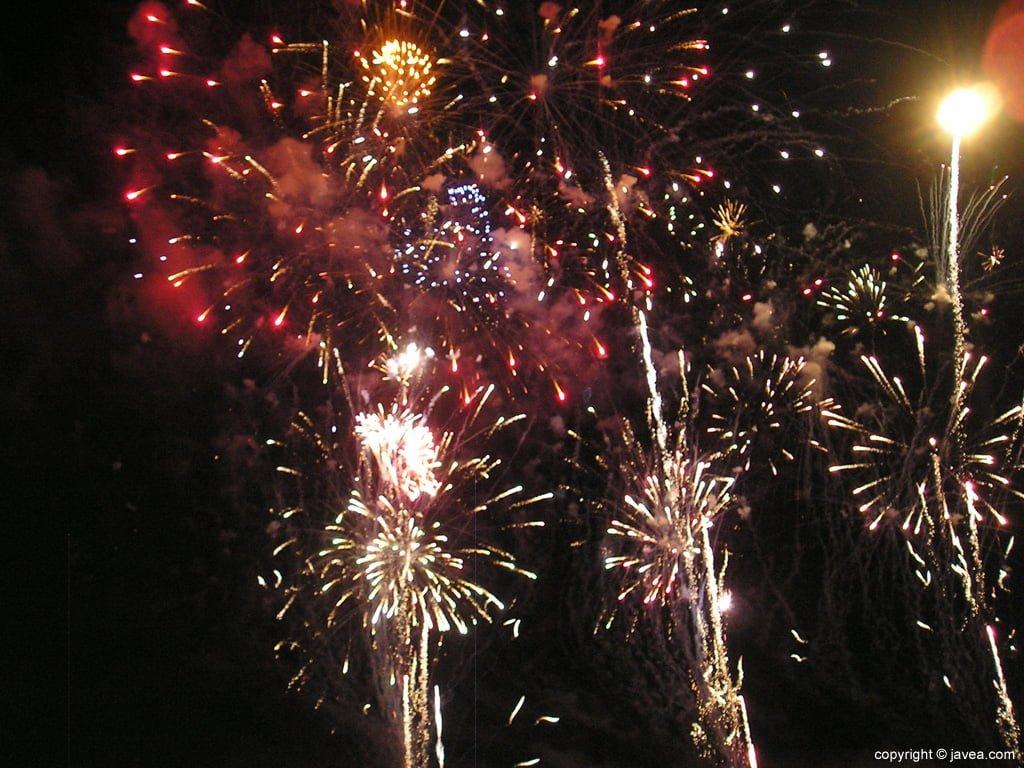 Imagen de archivo de un castillo de fuegos artificiales de la fiesta del Loreto