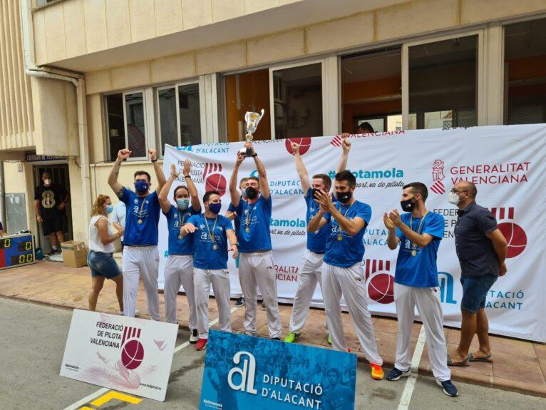 El equipo de Benitatxell celebra su victoria