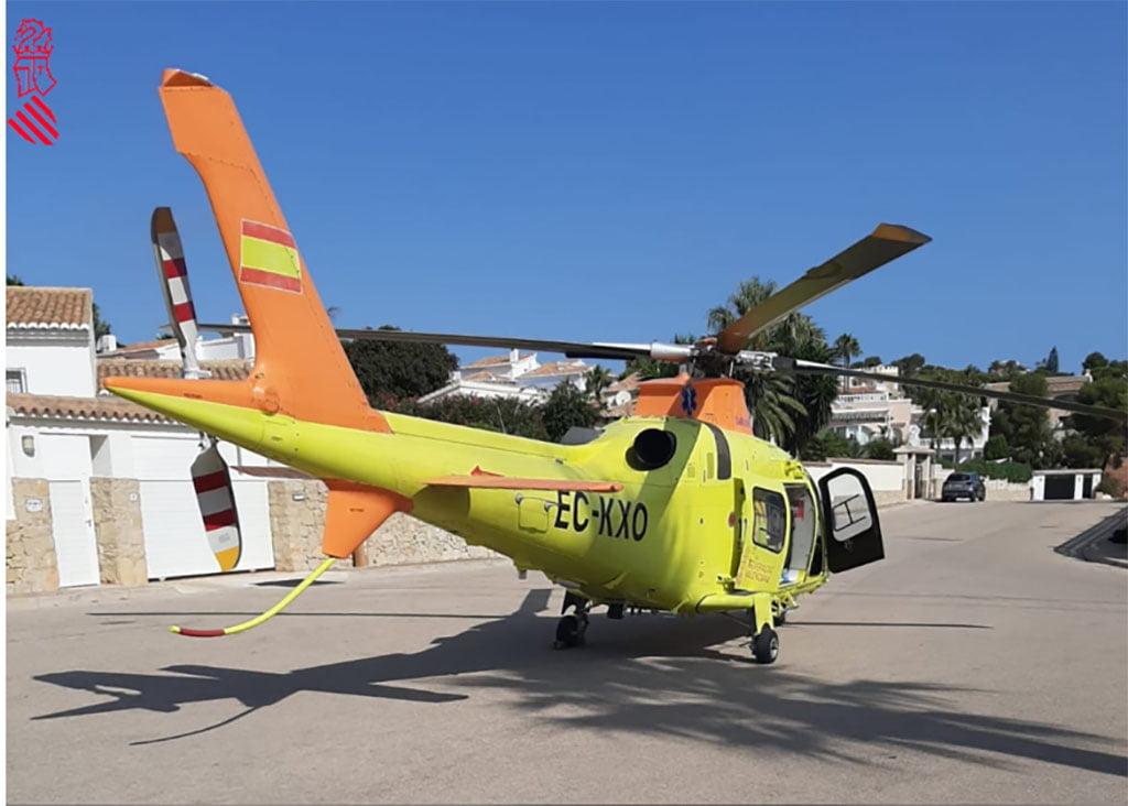 El helicóptero traslada al ciclista al hospital