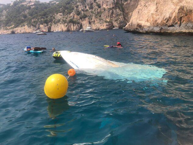 Imagen: Embarcación hundida en la Cova del Llop Marí