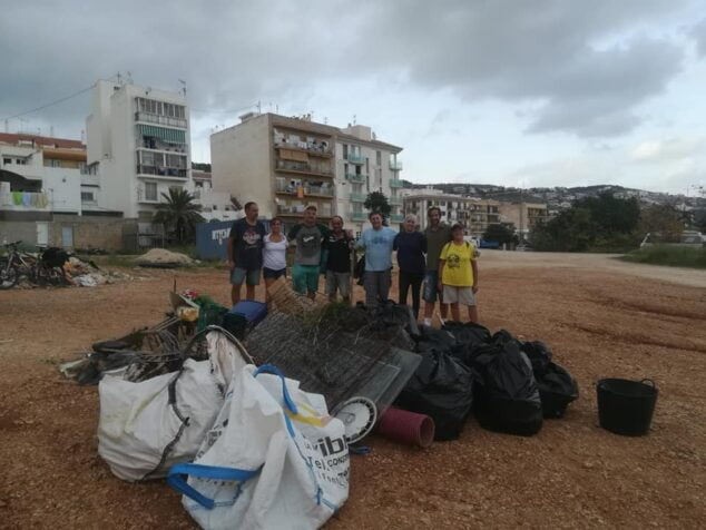 Imagen: Gran cantidad de escombros recogidos en una de las limpiezas