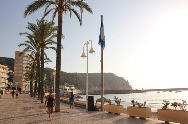 Imagen: La bandera azul certifica la calidad de agua de esta playa
