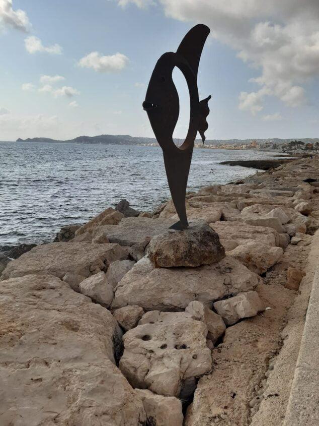 Imagen: La escultura de Pez vuelve a lucir en el Paseo de Duanes de la Mar