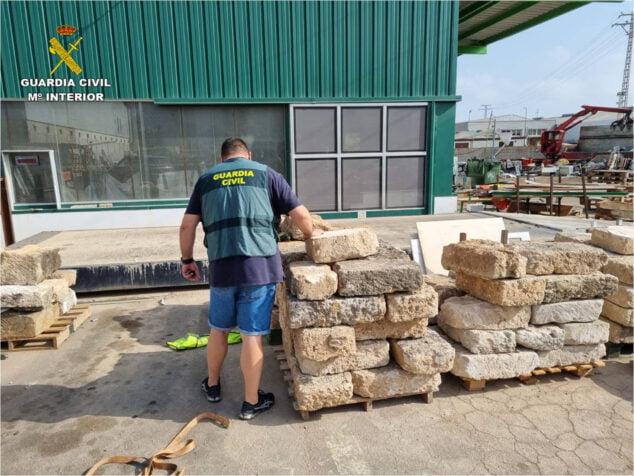 Imagen: La Guardia Civil recupera 50 piezas de piedra tosca de Xàbia