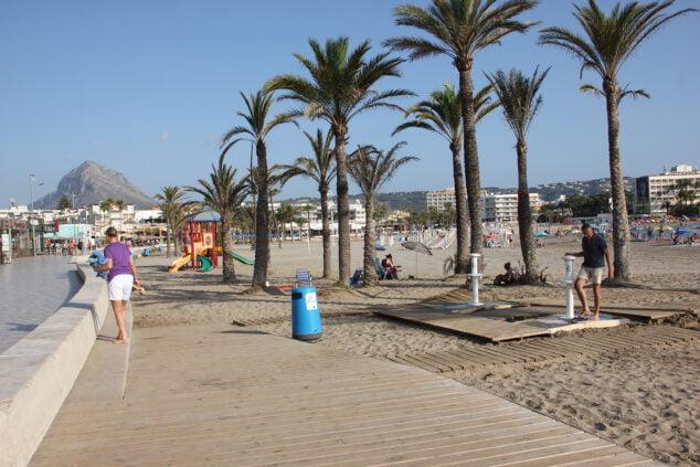 Imagen: La playa del Arenal cuenta con multitud de servicios