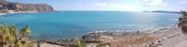 Imagen: Panorámica de las vistas de la bahia de Xàbia desde la playa de la Grava
