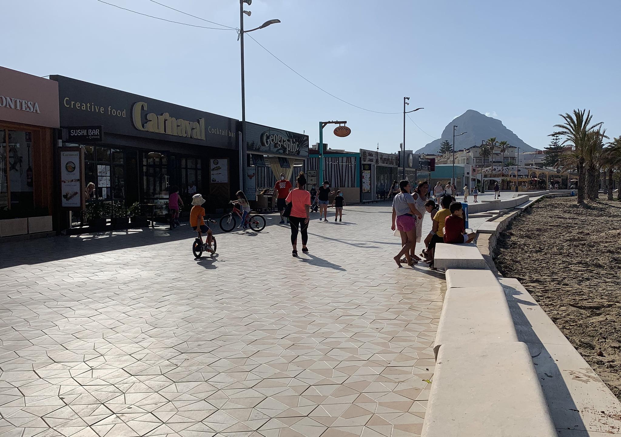 Paseo de la Playa del Arenal