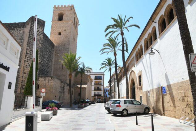 Imagen: Plaza Celestino Pons con la barrera de acceso