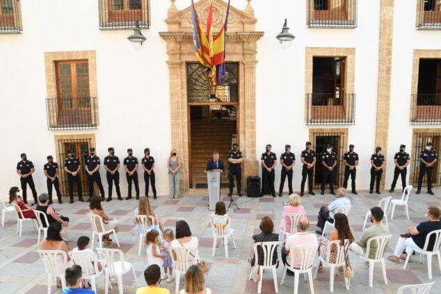 Imagen: El alcalde de Xàbia durante el acto de toma de posesión de los agentes