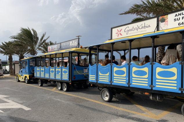 Imagen: Tren Turístico en la parada del Arenal de Xàbia