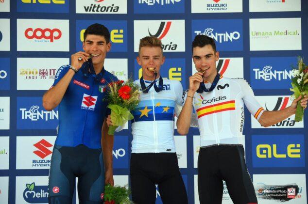 Imagen: Ayuso en el podio con la medalla de bronce
